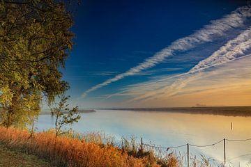 Mist  boven water (Reitdiep) van Henk Cruiming