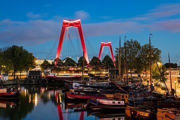 Willemsbrug gezien vanaf de Oude Haven te Rotterdam van Anton de Zeeuw