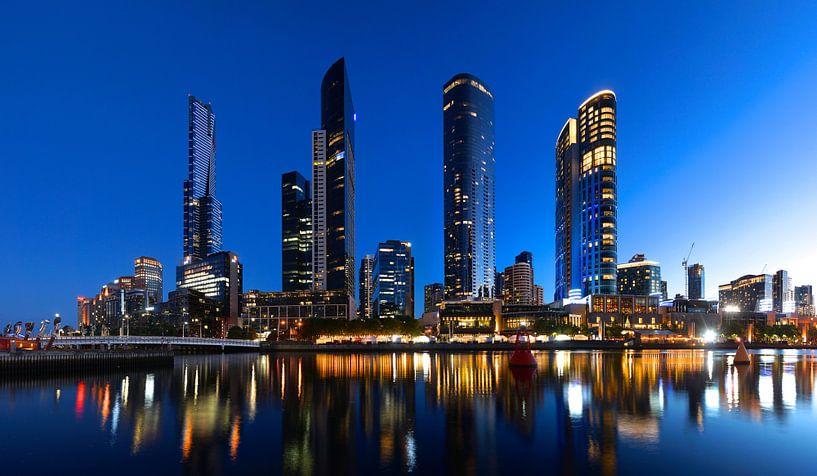 Melbourne, zuidoever in de avond van Atelier Liesjes