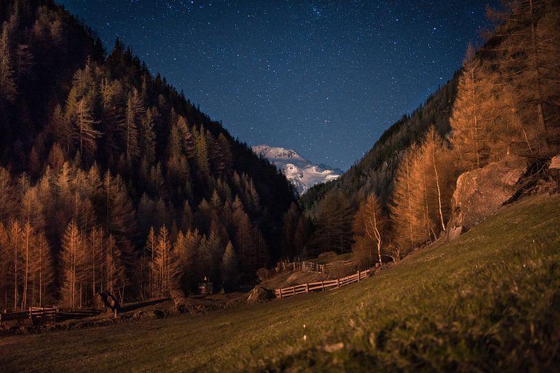 The Alps at night van Maarten Jacobi