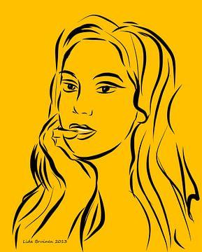 Portret van een vrouw op gele achtergrond van Lida Bruinen
