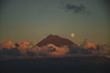 Pico-Berg @ Sonnenuntergang auf den Azoren von Isai Meekers