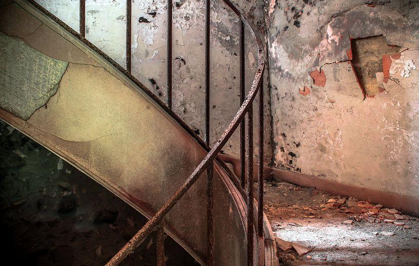 Stairs of decay van Olivier Van Cauwelaert