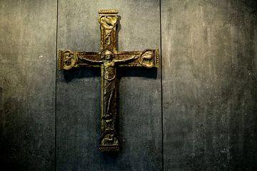Cross on wood sur