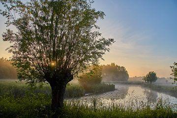 Zonsopkomst in Hollands landschap van Ad Jekel