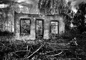 Overblijfselen van een verlaten boerderij