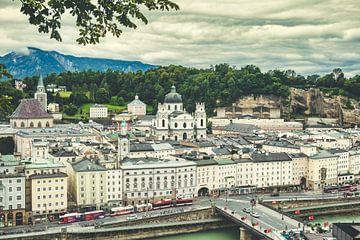 Uitzicht over Salzburg vanaf de Kapuzinerberg van Rob van der Pijll