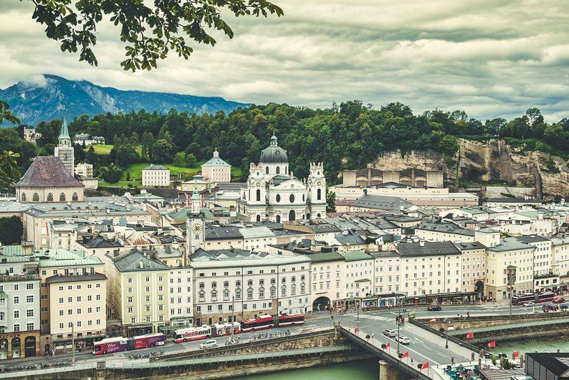 Blick über Salzburg vom Kapuzinerberg aus von Rob van der Pijll