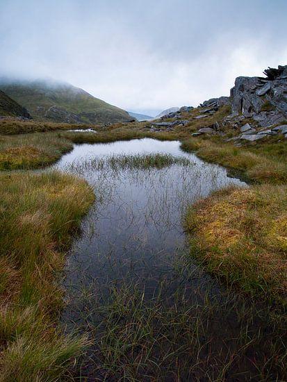 Still Waters Low Cloud van David Hanlon