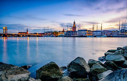 Zicht op Kampen tijdens zonsondergang van Sjoerd van der Wal