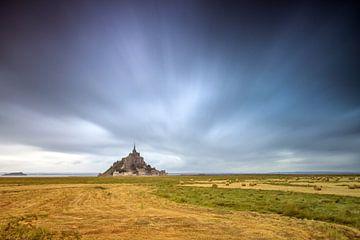 Dreigende wolken boven  Mont Saint-Michel van
