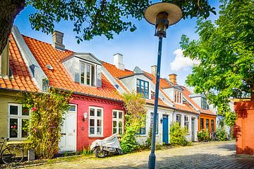 Kleurrijke huisjes in Møllestien van Tony Buijse