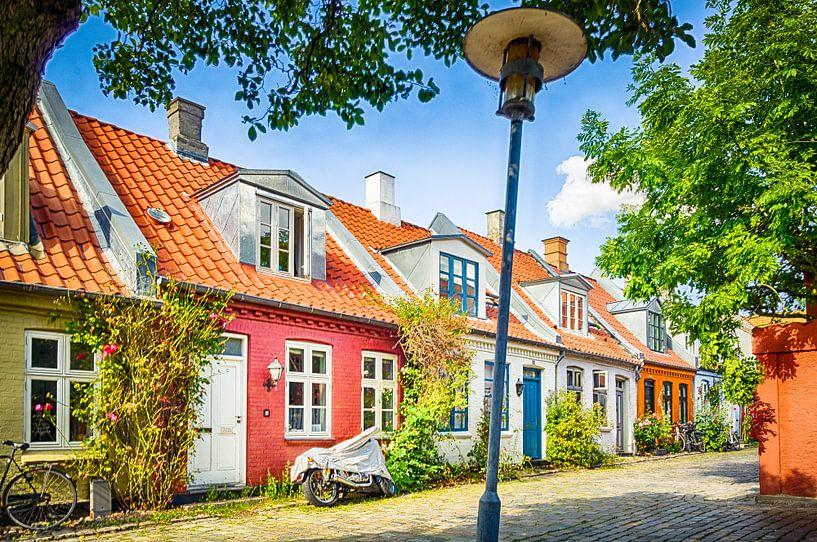 Kleurrijke huisjes in Møllestien sur Tony Buijse