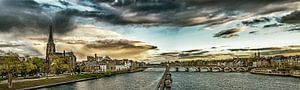 Regenwolken boven Maastricht - Mestreech - bewerkt I van Teun Ruijters
