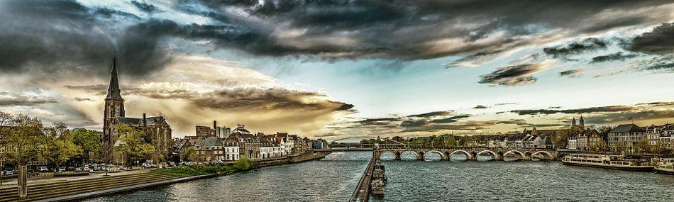 Regenwolken boven Maastricht - Mestreech - bewerkt I