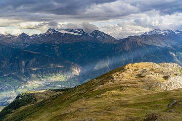 Sonnenuntergang in den Bergen in der Schweiz von Martijn Joosse