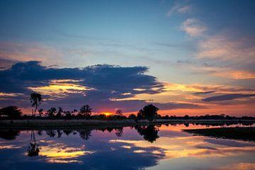 Reflectie bij Zonsondergang Kampina von Ronne Vinkx