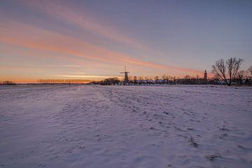 Hollandse molen in de sneeuw van Moetwil en van Dijk - Fotografie