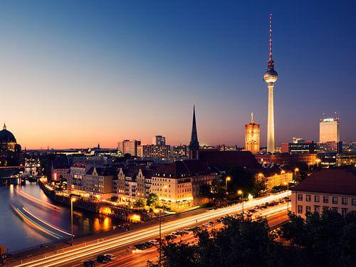 Berlin - Skyline at Night van Alexander Voss