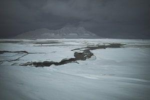 Querung des gefrorenen Adventfjorden in der Polarnacht von Kai Müller
