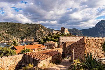 Das Dorf Girolata auf Korsika, zwischen Bergen und Meer von Martijn Joosse