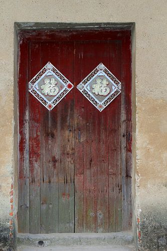 Rustieke verweerde deuren, China van Inge Hogenbijl