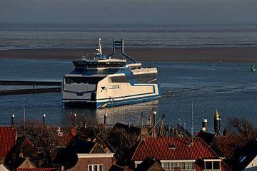 MS Willem Barentz dans le port de Terschelling, sur Mooi op Terschelling