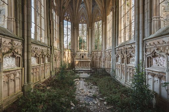 Kerk met begroeiing van Perry Wiertz