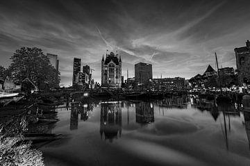 Oude Haven in Rotterdam bij schemering, in zwart en wit van Gea Gaetani d'Aragona