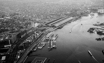 Amsterdam Centraal boven het IJ van Melvin Erné