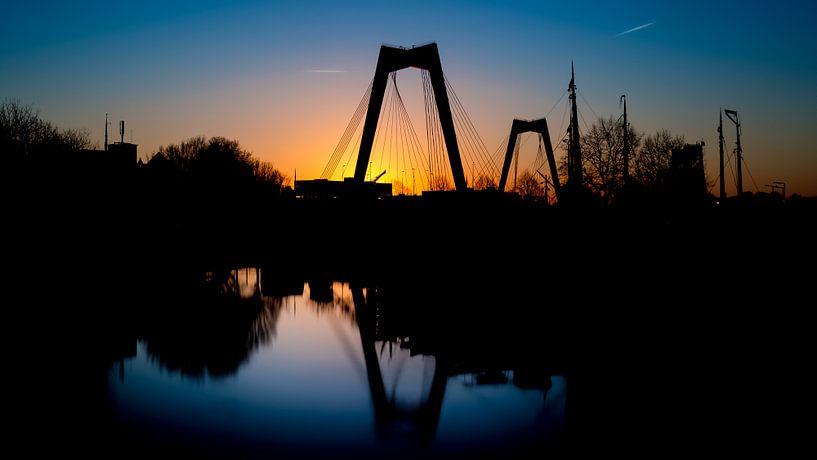 Willems brug met zonsondergang van Prachtig Rotterdam