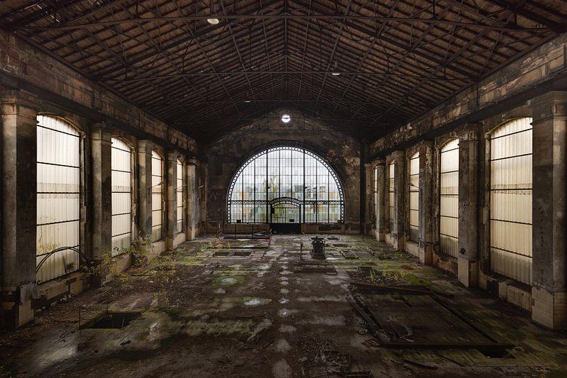 Verlichte Fabriekshal van Perry Wiertz