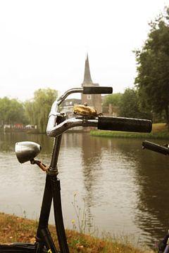 Fiets voor Oostpoort Delft van Mariska van Vondelen