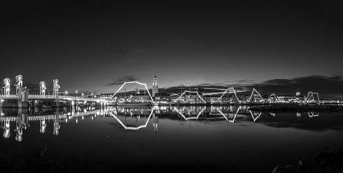 Panorama van het Stadsfront van Kampen in zwart wit