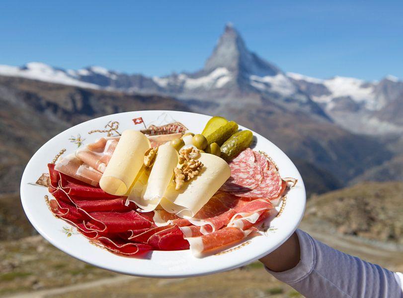 Walliserteller mit Matterhorn von Menno Boermans