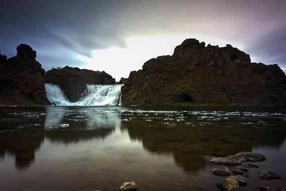 Hjalparfoss Iceland sur Leanne lovink