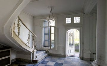 Trappenhuis in sjiek verlaten kasteel von Mirjam Offeringa