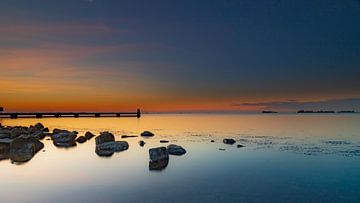 zonsondergang bij het water von Anne-Marie De Vos