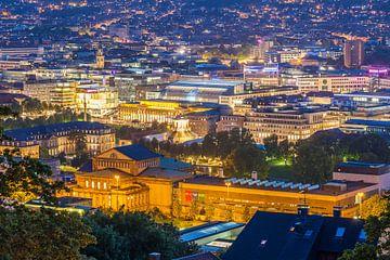 Stadscentrum van Stuttgart 's nachts van Werner Dieterich