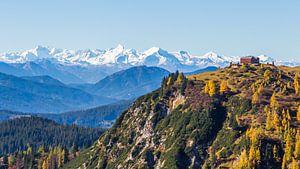 Berghut met panorama van