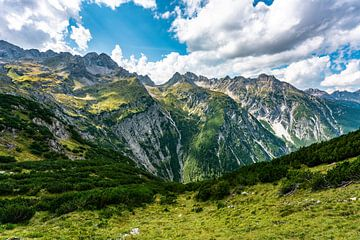 Wandelen in de bergen van Leo Schindzielorz