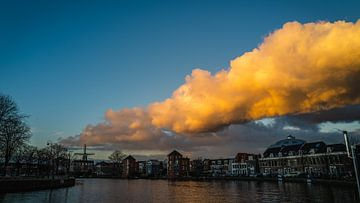 Haarlem Spaarne Zonsondergang kleur in januari 2021 van Bob Van der Wolf