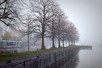 Merwedekanaal in de mist van Jan van der Knaap