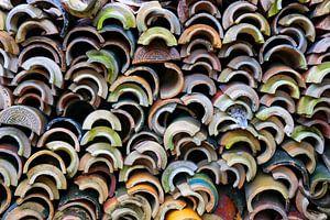 Kleurrijke dakpannen van tempels in Vietnam van