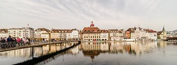 Stadhuis voetgangersbrug Luzern van Tony Buijse
