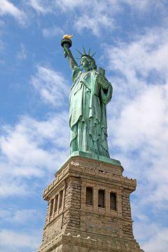 Het vrijheidsbeeld in New York op Liberty Island van Ramon Berk