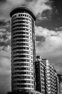 Torenflat op de boulevard van Vlissingen (Zeeland) (zwart-wit)