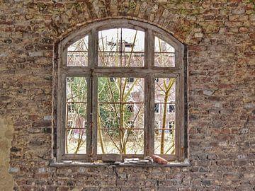 Look outside the windows! van Rico Hermsen