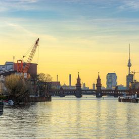 Blick zur Oberbaumbrücke in Berlin von Michael Valjak