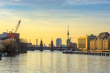View to Oberbaum Bridge in Berlin van Michael Valjak